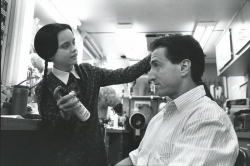 "Кристина Риччи и сценарист Пол Рудник на съемках фильма ""Ценности семейки Аддамс"", 1993 год"