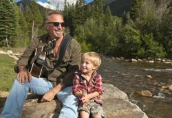 Кевин Костнер со старшим сыном (от второго брака) Кейденом на фамильном ранчо