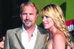 Кевин Костнер с супругой Кристиной Баумгартнер