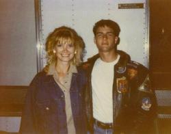 """Линда Рэй Юргенс и Том Круз во время съемок фильма """"Лучший стрелок"""", 1985 год"""
