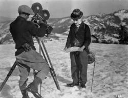 Чарли Чаплин: автор, режиссер и исполнитель главной роли в фильме «Золотая лихорадка», 1925 год.