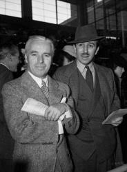 Чарли Чаплин и Уолт Дисней на гонках, 1939 год