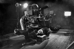 """Чарли Чаплин во время съемок фильма """"Огни рампы"""", 1952 год"""