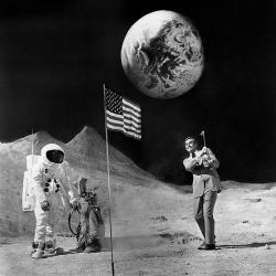 """Шон Коннери играет в гольф во время перерыва на съемках фильма """"Бриллианты навсегда"""", 1971 год"""