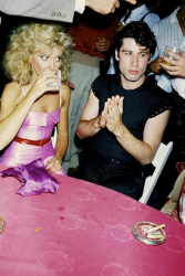 """Оливия Ньютон-Джон и Джон Траволта на премьере фильма """"Бриолин"""", 1978 год"""