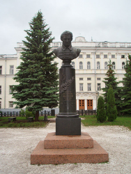 Памятник Николаю Лобачевскому