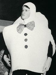 Мэтт Дэймон играет роль Шалтая-Болтая в школьном спектакле, 1989 год