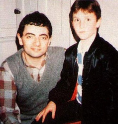 Роуэн Аткинсон и Кристиан Бейл, 1985 год