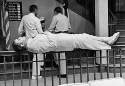 "Марлон Брандо во время съемок фильма ""Гадкий американец"", 1962 год"