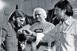 "Продюсер Пьер Спенглер, Марлон Брандо и режиссер Ричард Доннер на съемках фильма ""Супермен"", 1978 год"