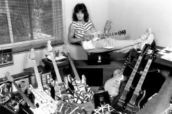 Молодой Эдди Ван Хален и его коллекция гитар