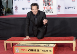 Отпечатки Бена Стиллера на Аллее славы в Голливуде