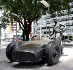 Памятник Хуану-Мануэлю Фанхио в Буэнос-Айресе