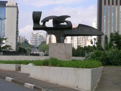 Памятники Айртону Сенне