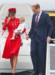 Принц Уильям и Кэтрин вышли в свет с сыном