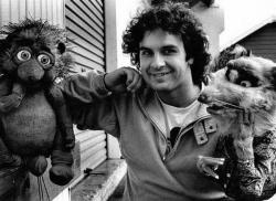 """Питер Джексон с некоторыми куклами из фильма """"Познакомьтесь с Фиблами"""", 1989 год"""