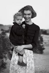 Аризона Мьюз: фотосет с сыном Никко