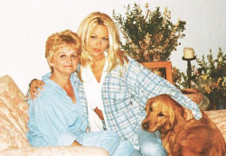 Памела Андерсон с мамой