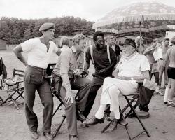 """Сильвестр Сталлоне, Майкл Кейн, Пеле и Джон Хьюстон на съемках фильма """"Победа"""", 1980 год"""