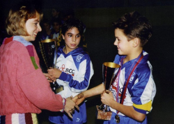 Роджер Федерер после победы в юниорском футбольном турнире, 1993 год