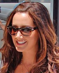 Эшли Тисдейл и ее солнцезащитные очки