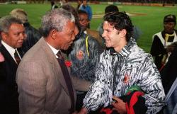 """Знакомство Нельсона Манделы и Райана Гиггза во время южноафриканского тура """"Манчестер Юнайтед"""", 1993 год"""