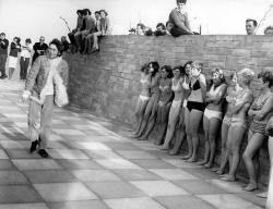 Джон Леннон на съемках фильма «Волшебное таинственное путешествие», 1967 год