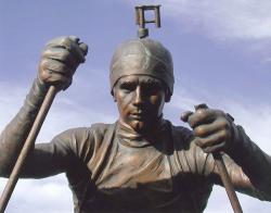Статуя Оле-Айнера Бьерндалена