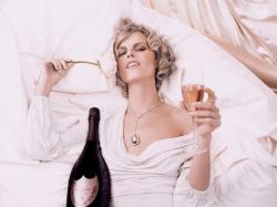 Ева Герцигова в фотосессии Карла Лагерфельда для рекламы Dom Perignon