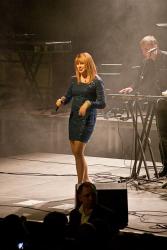 Алена Апина на сцене