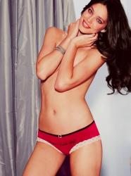 Эмили Ди Донато в лукбуке Victoria's Secret