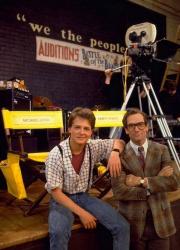 """Майкл Дж. Фокс и музыкант Хьюи Льюис во время съемок """"Назад в будущее"""", 1984 год"""