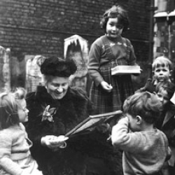 Мария Монтессори и дети