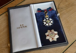Орден кавалерственной дамы Анджелины Джоли
