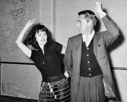 Софи Лорен учит Кэри Гранта танцевать фламенко, 1957 год