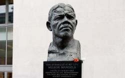 Памятники Нельсону Манделе