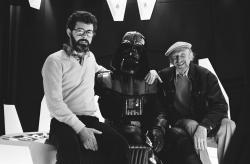"""Джордж Лукас, Дэвид Проуз (Дарт Вейдер) и Ирвин Кершнер на сьемках """"Звездных воен"""", 1977 год"""