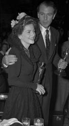 Джоан Фонтейн и Гари Купер на церемонии вручения премии «Оскар», 1942 год
