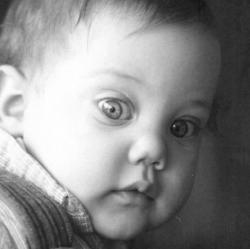 Мерьем Узерли в детстве