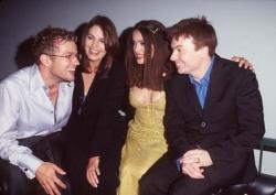 """Райан Филлипп, Села Уорд, Сальма Хайек и Майк Майерс на вечеринке в клубе """"Студия 54"""", 1998 год"""
