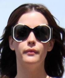 Лив Тайлер и ее солнцезащитные очки