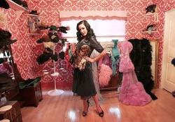 Неожиданно девчачья гардеробная королевы бурлеска Диты фон Тиз