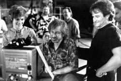 "Джулия Робертс, Стивен Спилберг и Робин Уильямс во время съемок фильма ""Капитан Крюк"", 1991 год"