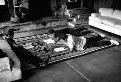"""Стив Бушеми и Квентин Тарантино читают сценарий фильма """"Бешеные псы"""" при Институте Санденса, 1991 год"""
