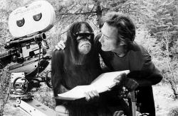 """Клинт Иствуд и орангутанг Манис на съемках картины """"Как ни крути – проиграешь"""", 1978 год"""