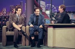 Джерри Сайнфелд и Дэвид Духовны в студии Позднего шоу с Дэвидом Леттерманом, 1995 год