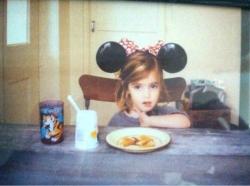 Эмма Уотсон в образе Микки Мауса