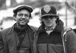 """Джо Пантолиано и Стивен Спилберг на съемках фильма """"Балбесы"""", 1984 год"""