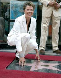 Звезда Аннетт Бенинг на Голливудской Аллее славы