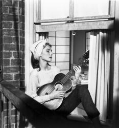 """Одри Хепберн в к/ф """"Завтрак у Тиффани"""", 1961 год"""